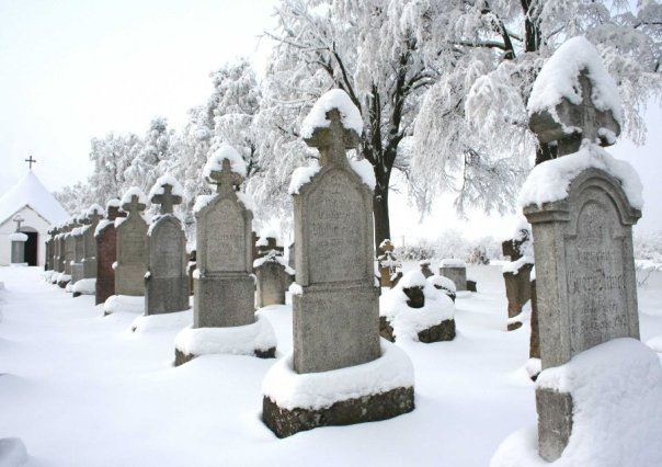 Cemetery-Grave-Snow-Death-Headstone-Winter